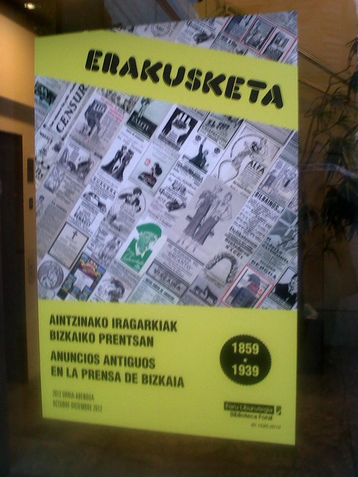 Exposición sobre carteles organizada por la Biblioteca Foral. La Encartada aparece en verde, ¿lo veis?