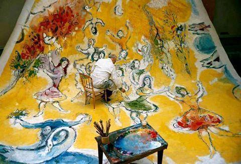 Marc Chagal dipinge la volta dell`Opera di Parigi, 1964 (foto di Izis Bidermanas)