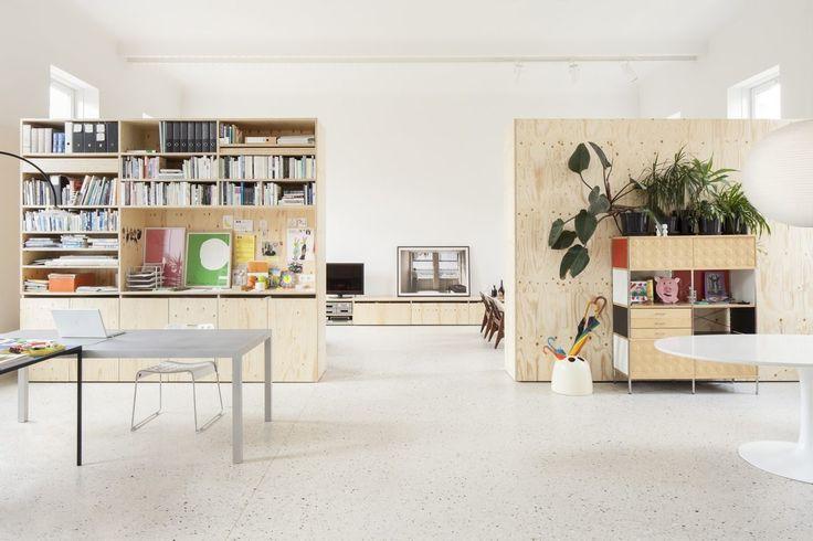 Vind je underlayment en multiplex stoer? Kom dan snel binnenkijken in dit moderne herenhuis!