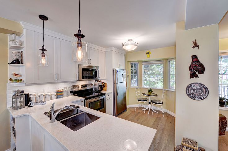 SOLD: A stunning townhouse in the much sought after James Bay neighborhood of Victoria, BC. This townhouse features 2 bedrooms, 2 bathrooms, parking for 2 vehicles and is strolling distance from the water.