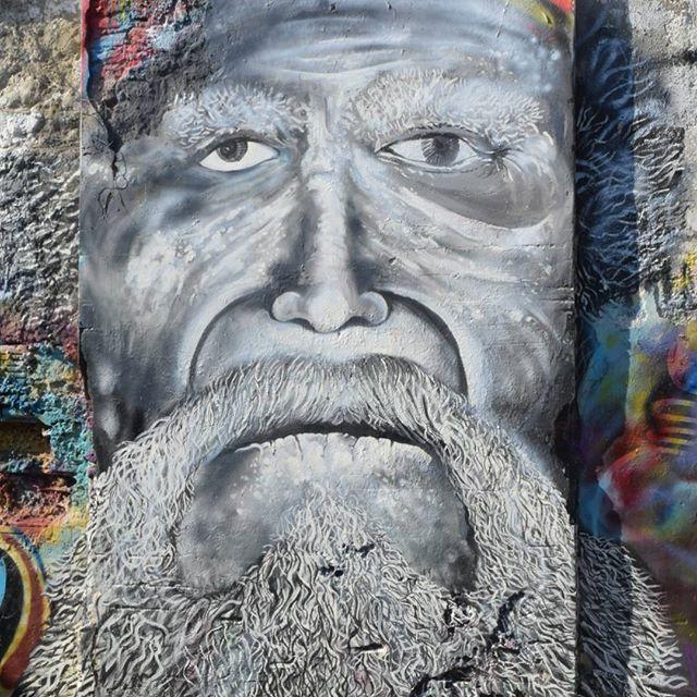 Las caras viejas de #Cartegena y arte de la calle en #Colombia.  #Wanderlust #Traveling #Art #World #Mundo #Photooftheday #nofilter #l4l #Viejos #Photograph
