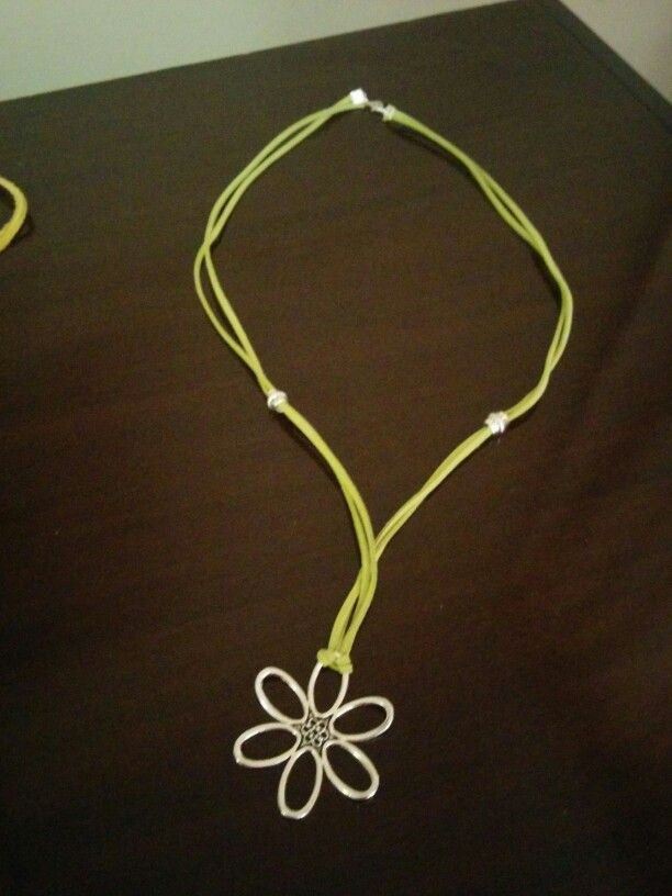 Collar de flor