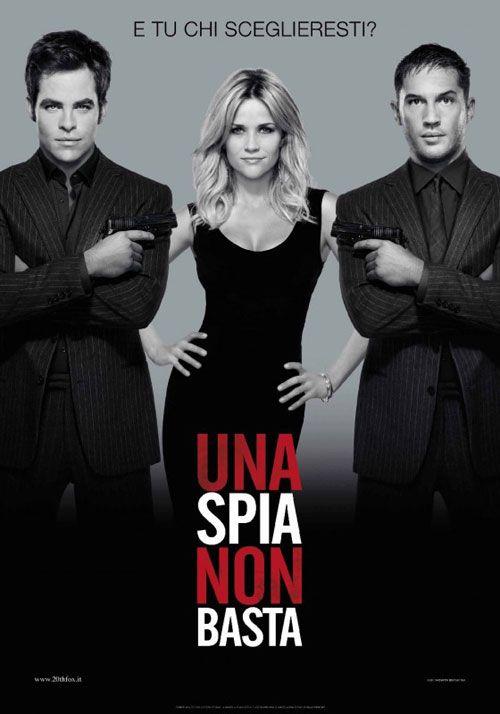 Sempre più incantevole la premio Oscar Reese Witherspoon nel film Una spia non basta (2012, di McG) in compagnia dei maschiacci Tom Hardy e Chris Pine.