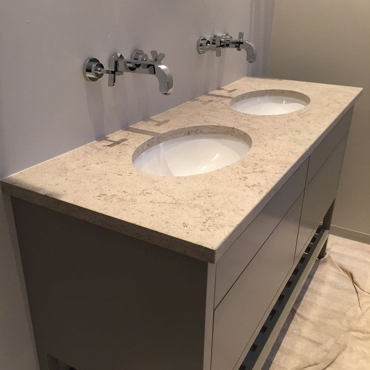 Levert av Lenngren Naturstein -  Baderom inspirasjon | design | innredning | Kalkstein servant | Gascogne Blue - Bathroom inspiration | ideas | Limestone