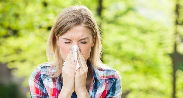 Δείτε πώς μπορείτε να ξεβουλώσετε τη μύτη σας μέσα σε μόλις 2 λεπτά. Πρέπει να το δοκιμάσετε! - spotthedot.gr