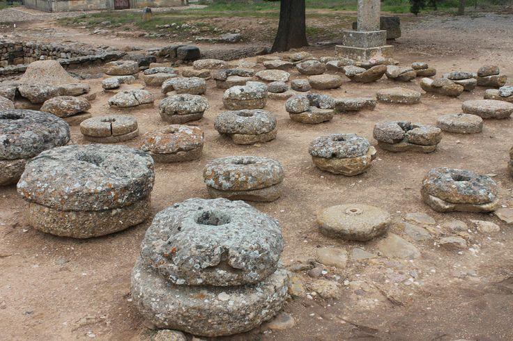 Os invitamos a pasear por el yacimiento celtíbero de Numancia. #historia #turismo http://www.rutasconhistoria.es/loc/yacimiento-celtibero-de-numancia