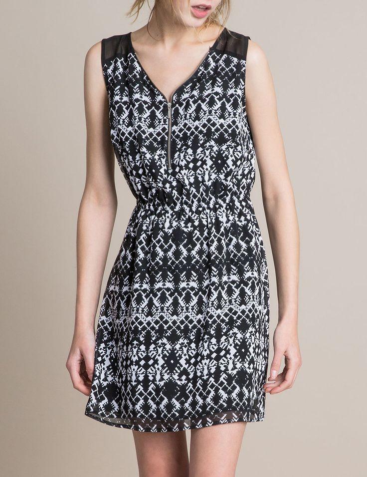 Robe imprimé aztèque noire et blanche - http://www.jennyfer.com/fr-fr/collection/robes/robe-imprime-azteque-noire-et-blanche-10006523009.html Elle est trop belle