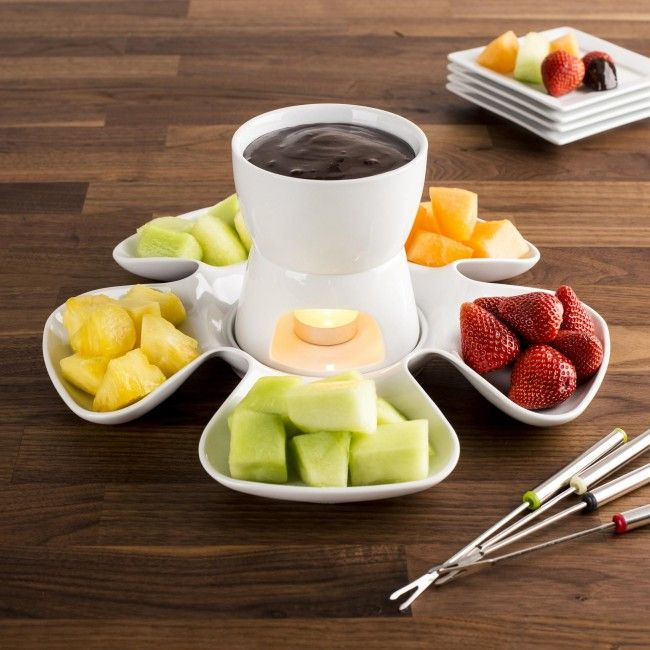 Anyone who is fond of fondue will love the Flora Fondue set. The fondue bowl is kept warm with a simple tealight and the white porcelain construction is the perfect display for the fresh colours of your delicious dipping fruits.
