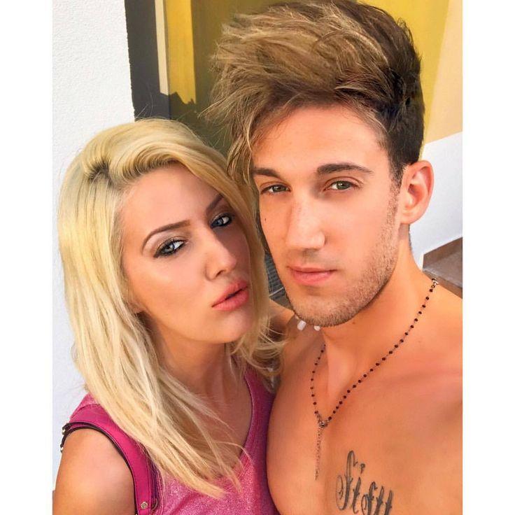 """""""Mami yo me siento tuyo, Yo sé que tú te sientes mía, Dile al noviecito tuyo, Que con él te sientes fría…"""" #italian #mamacita #rubia #besos #baci #caliente #italy #fashion #fitness #reggaeton #fashionblogger #blog #blogger #latin #latino #moda..."""