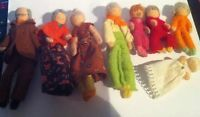 VINTAGE DOLLS HOUSE HALFPENNY DOLLS FAMILY OF 8 INCLUDING BABY 1.16 SCALE
