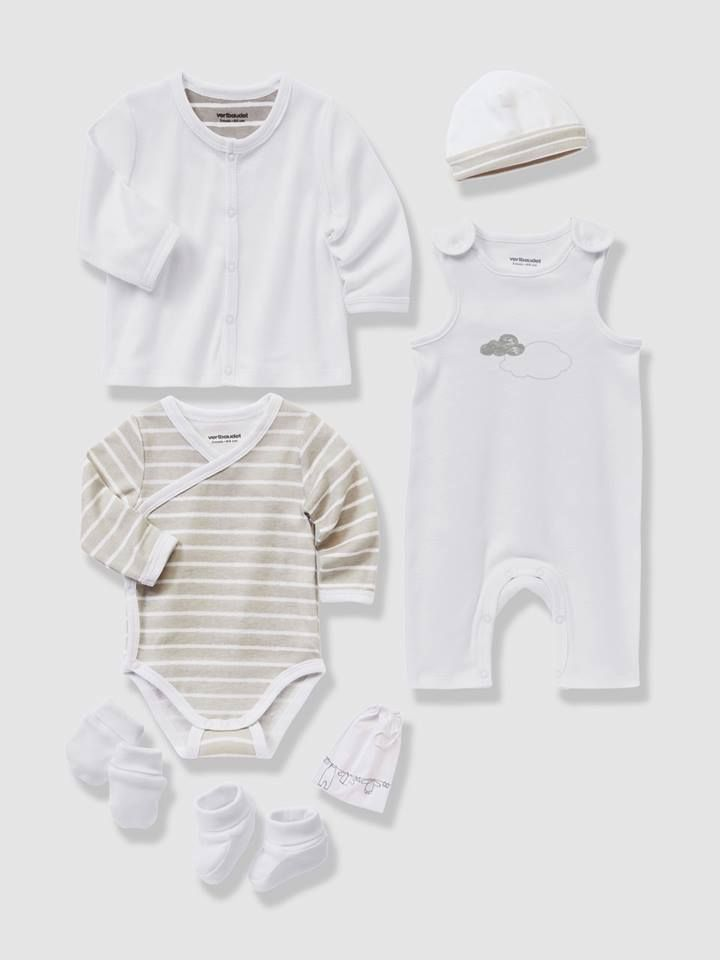 This practical kit with its comfortable and adorable clothes is perfect for a newborn baby and is a great gift idea. It's also 70% off!!