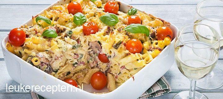 Lekkere goed gevulde pastaschotel met groente, ricotta, walnoten en gebakken spekblokjes.