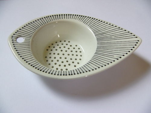 An Arabia Pottery Tea Strainer in the Manner of Tapio Wirkkala Scandivian Modern