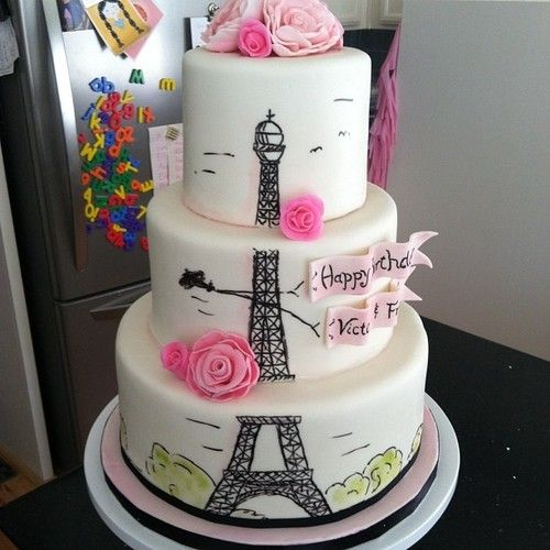 Eiffel Tower loving Cake