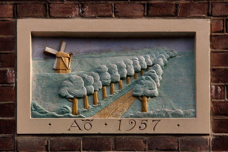 Gevelsteen met een molen in een landschap | by Vereniging Vrienden van Amsterdamse Gevelstenen
