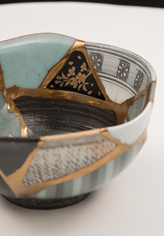 2016年4月14日に発生した熊本地震で被害を受けた5人の陶芸家から 地震で割れてしまった作品の陶片を集め、一度は壊れてしまった器を金継ぎの技を使って蘇らせることで 新しい価値観を産み出すプロジェクトです。KUMAMOTO UTSUWA REBORN PROJECT