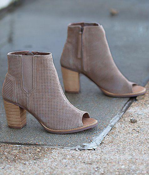 TOMS Majorca Shoe  A must have!