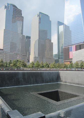 ニューヨーク・グラウンドゼロ。犠牲者の名前が刻まれています。
