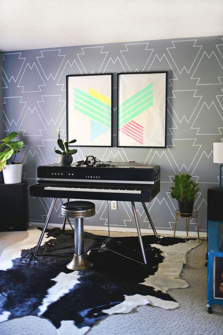 Are you looking at bare walls, wondering how you can fill the empty space? Check out these 11 creative ideas to fill your walls with color and creativity.