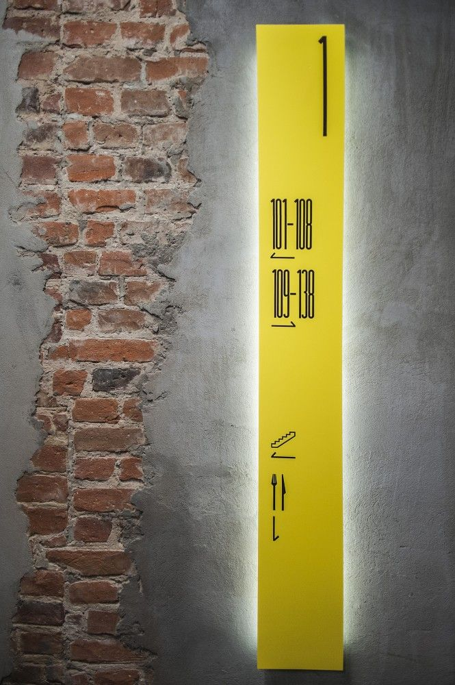 Wayfinding Environmental Signage at the Tobaco Hotel / EC-5 bac