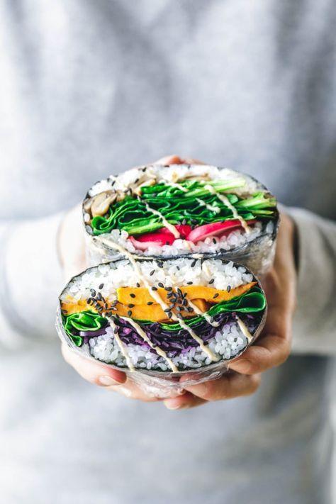 Vegane Sushi-Sandwiches - japanische Onigirazu. Entdeckt von Vegalife Rocks: www.vegaliferocks.de✨ I Fleischlos glücklich, fit & Gesund✨ I Follow me for more vegan inspiration @vegaliferocks