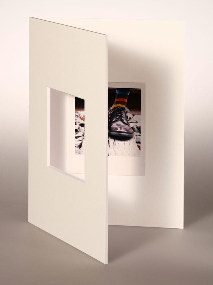 PASSEPARTOUT bianco 18x24 cm con foro centrato per Polaroid/Impossible 600 SX-70 con fondo bianco 18x24