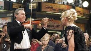 Смотреть онлайн Великолепный песенный флешмоб на рынке в Будапеште