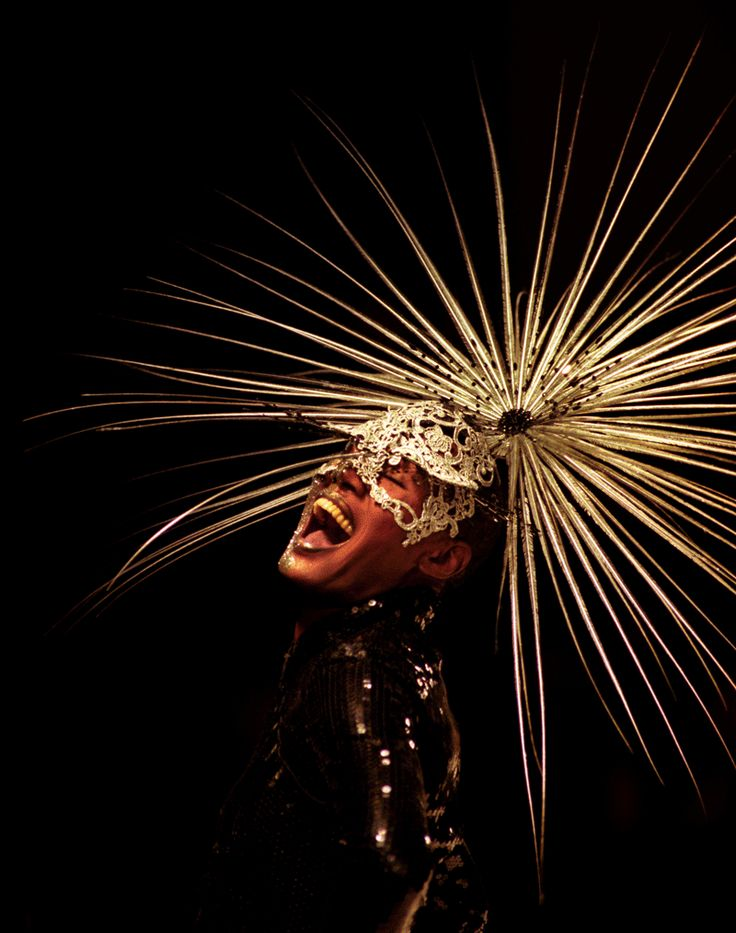 Grace Jones models a Philip Treacy hat at London Fashion Week, February 1999 (PA Images)