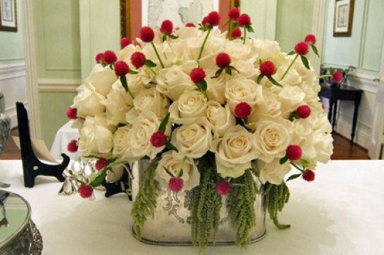 centro de mesa com rosas e perpétuas http://www.agropolen.com.br