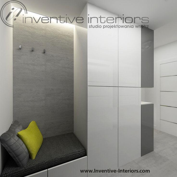Projekt przedpokoju Inventive Interiors - biel i szarość, podświetlone siedzisko we wnęce