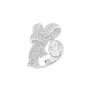 The Chanel Ruban high jewellery ring in white gold features pear-cut, baguette-cut and brilliant-cut diamonds.