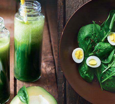 L'épinard est un aliment malin et plein de vertus ! Il est d'ailleurs recommandé pendant la grossesse pour vous aider à mener à bien cette période de votre vie. Découvrez les recettes d'un smoothie et d'une salade à base d'épinard pour vous chouchouter !