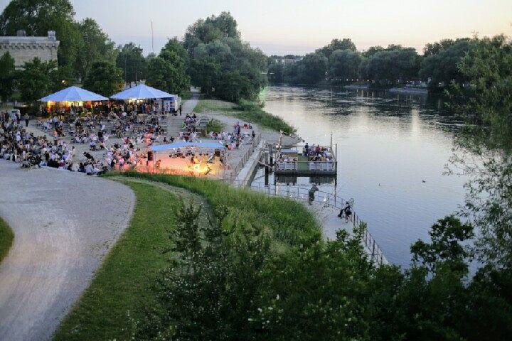 Het is gezellig langs de Donau. Ingolstadt is sowieso een geweldig leuk stadje met veel historie en een vriendelijke sfeer. #moto73trips.blogspot.nl #flickr #photography #travelphotography #traveller #canon #canonnederland #canon_photos #fotocursus #fotoreis #travelblog #reizen #reisjournalist #travelwriter#fotoworkshop #moto73trips.blogspot.nl #reisfotografie #landschapsfotografie #instalaros #moto73 #motor #suzuki #v-strom #MySuzuki #motorbike #motorfiets #fb