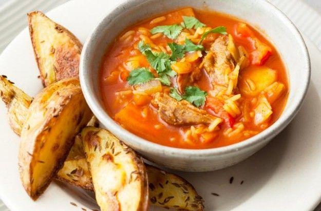 Mulligatawny soup with potato wedges