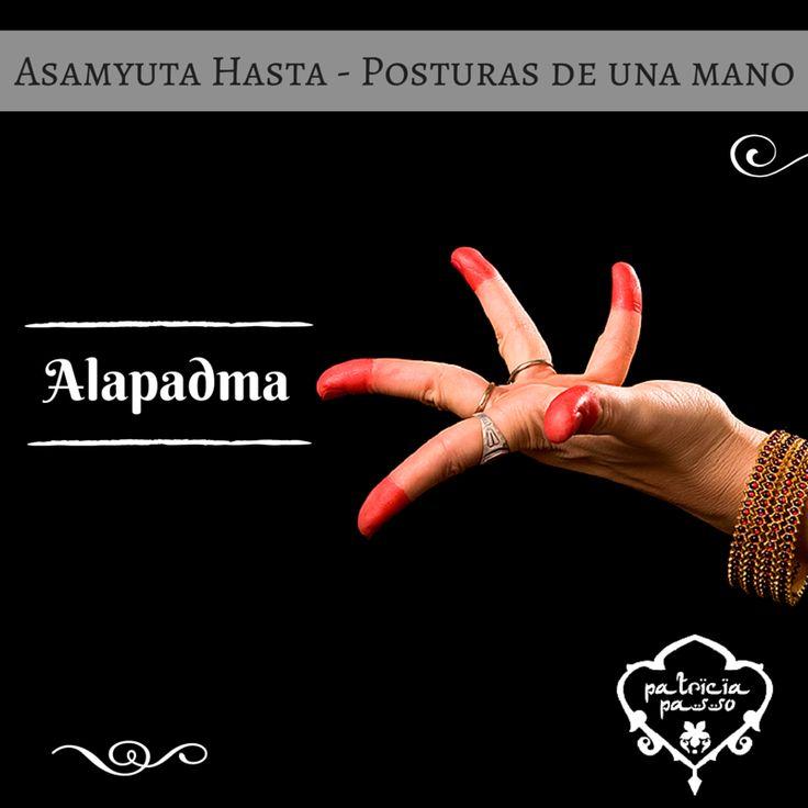Hoy repasamos el ALAPADMA, un mudra que representa una flor de loto abriéndose. Lo empleamos para expresar abundancia (de amor, de belleza, de paz, o lo que queramos transmitir con nuestro baile). ¿Como os sale? #AprendiendoMudras