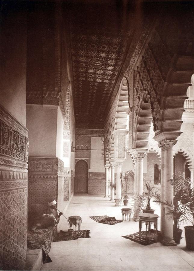 ¿Sabías que el Real Alcázar de Sevilla es uno de los palacios en uso más antiguos del mundo? / Did you know that the Real Alcazar of Sevilla is one of the world's oldest palaces in use?