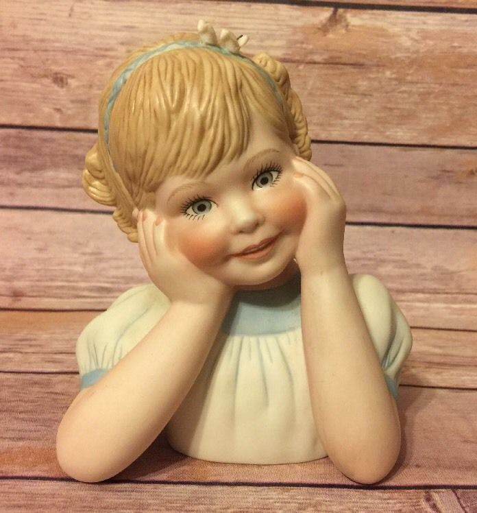 """""""Sweetness"""" Porcelain Collector Doll Bust Numbered 709 By Marie Osmond"""