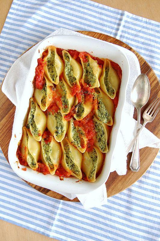 Ricotta and spinach stuffed shells / Conchinhas recheadas com ricota e espinafre