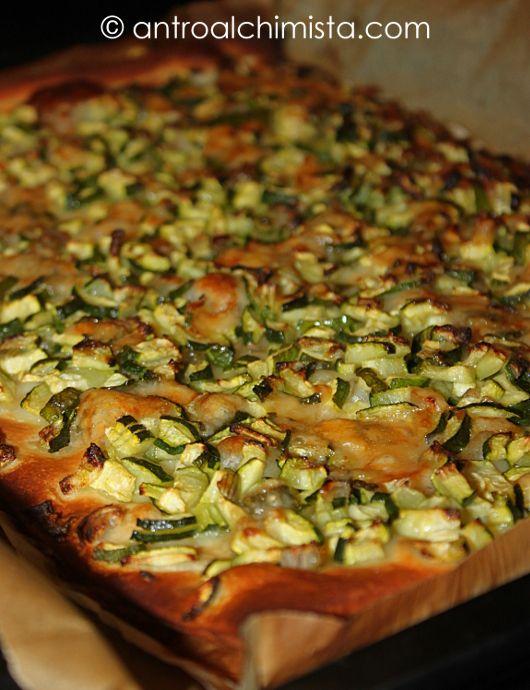 L'Antro dell'Alchimista: Pizza Bianca con Provola, Zucchine, Cipolle e Scaglie di Parmigiano -Pizza with Provola Cheese, Zucchini, Onions and Parmesan