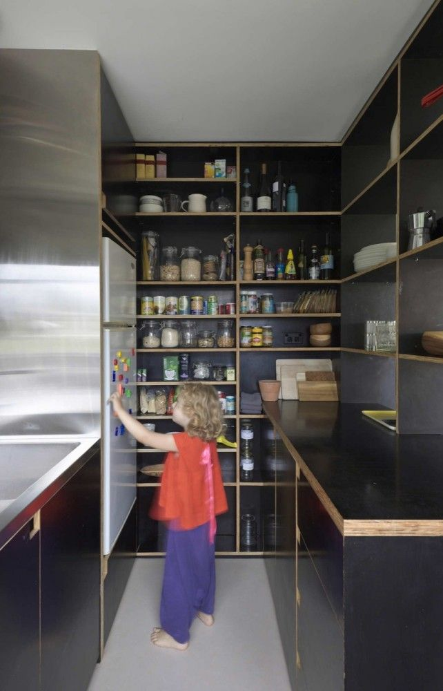 Raised refrigerator/fridge Potts Point Apartment / Anthony Gill Architects