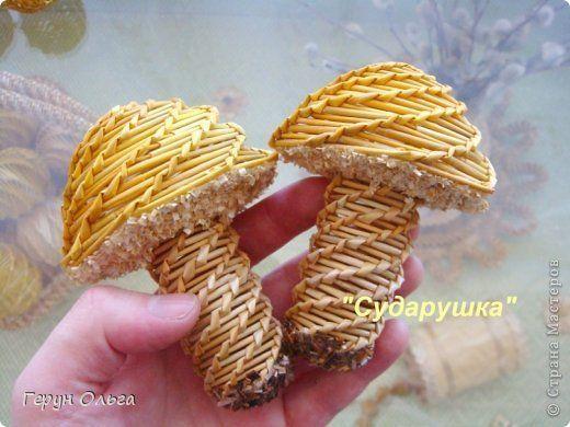 Поделка изделие Плетение Ягоды грибы Соломка фото 1