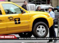 ☛ Impactante video de una mujer policía levantando un vehículo con sus manos en plena calle!!!  ¿De qué se trata esto?  #Policia #Mujer #Viral