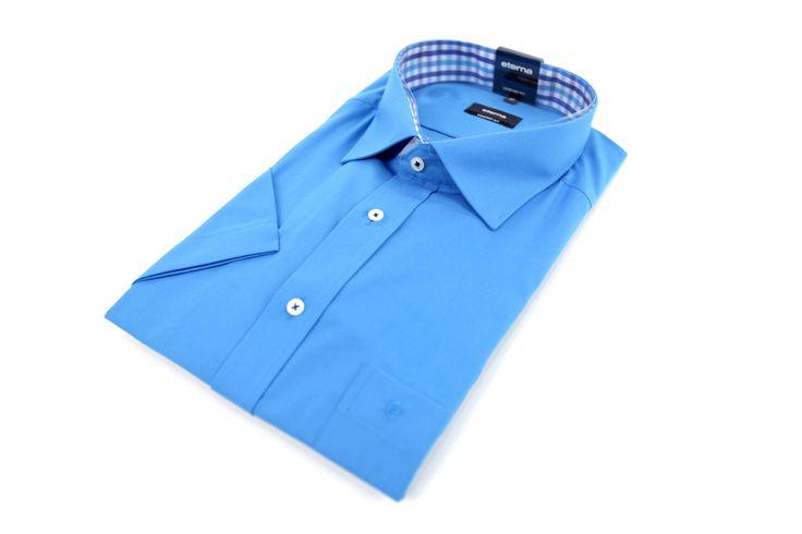 Koszula Eterna w błękitnym kolorze. Idealna na wiosenne dni do casualowej lub eleganckiej marynarki. Skład: 100% bawełna.