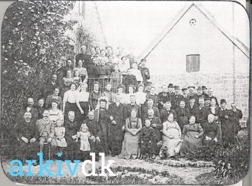 arkiv.dk | Bryllupsgæster på Kongsgaarden i Østerballe, andendagsgilde