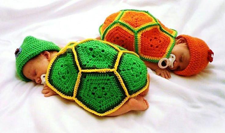 Teknős jelmez babáknak fotózáshoz.