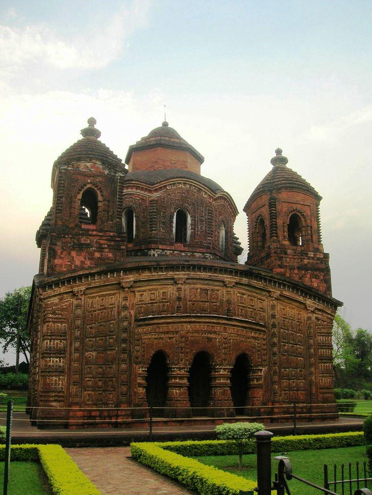 PANCHA RATNA TEMPLE • 1643 • Bishnupur, West Bengal West Bengal Taxi r #WestBengal State, #travel #tourism #kolkata #art #desi #socialmedia #india #kantinathbanerjee