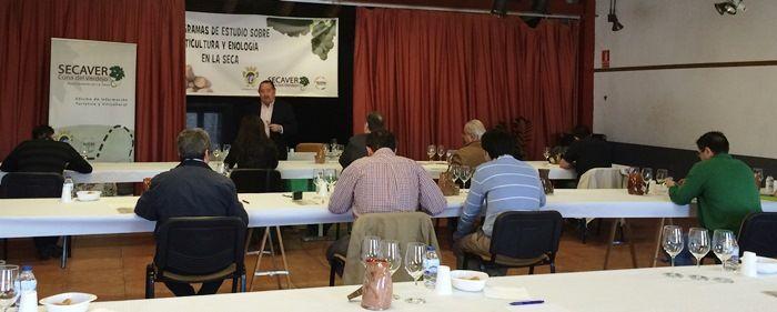 El Ayuntamiento de La Seca convoca el Premio Sarmiento al mejor vino verdejo 2014 de la D.O. Rueda https://www.vinetur.com/2015022518312/el-ayuntamiento-de-la-seca-convoca-el-premio-sarmiento-al-mejor-vino-verdejo-2014-de-la-do-rueda.html