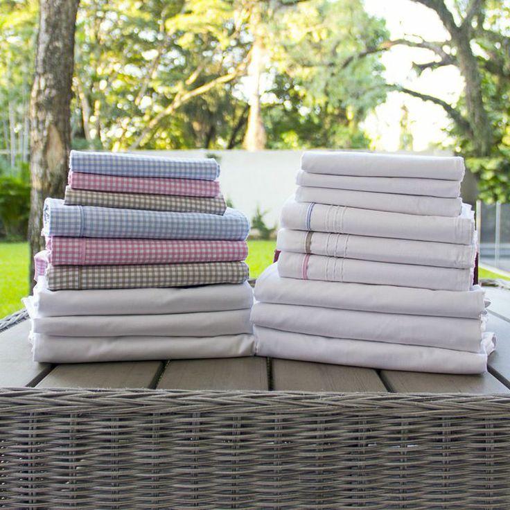 Juego de sábanas de 200 hilos para cunas, contiene sábana superior, inferior y una funda, disponibles en colores básicos.  Composición 100 % algodón