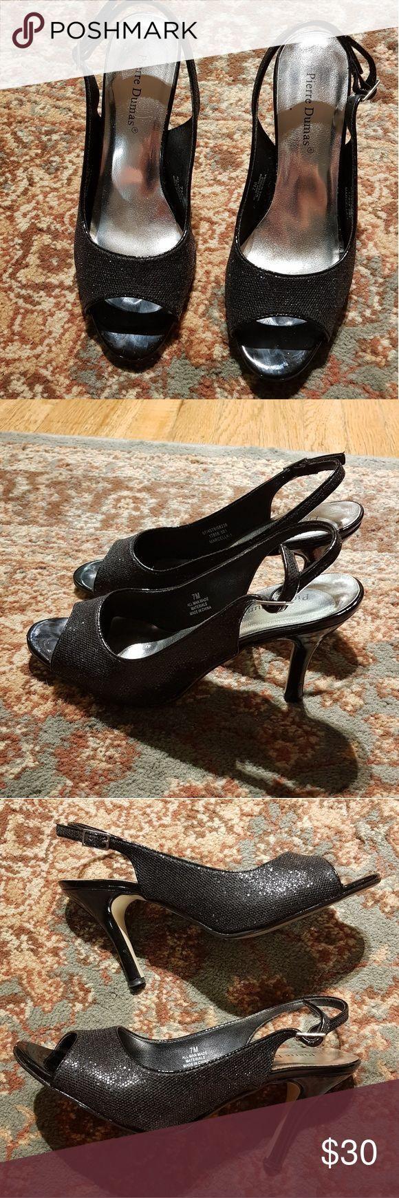 Pierre Dumas Sparkly Black Peeptoe Heels Sparkly zwarte peeptoe Heels met bandje…