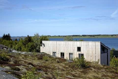 TILPASSE: Eggen arkitekter var opptatt av å tilpasse hytta til det naturlige terrenget og vegetasjonen.